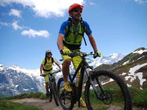 ركوب الدراجة الهوائية في محيط Hotel Lauberhorn - Home for Outdoor Activities