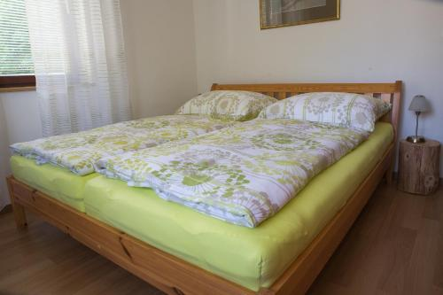 Ein Bett oder Betten in einem Zimmer der Unterkunft Gasthaus Buchegger