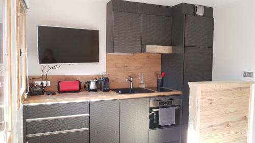 A kitchen or kitchenette at Les Brigues