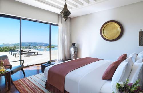 Ein Bett oder Betten in einem Zimmer der Unterkunft Anantara Al Jabal Al Akhdar Resort