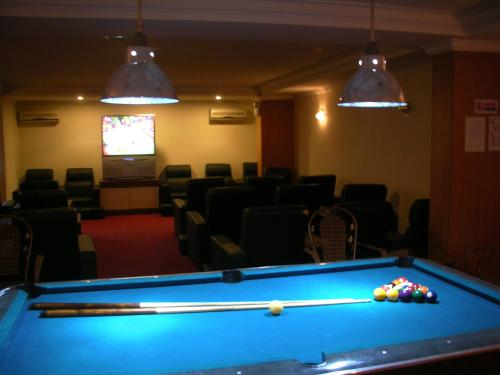 A billiards table at 89 Hotel