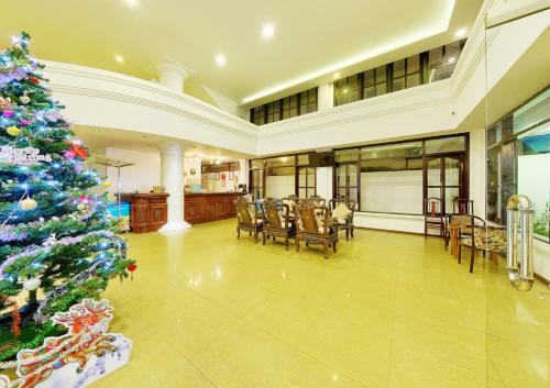A restaurant or other place to eat at Hai Yen Hotel