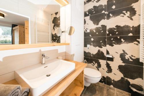 Ein Badezimmer in der Unterkunft APART Forellenhof