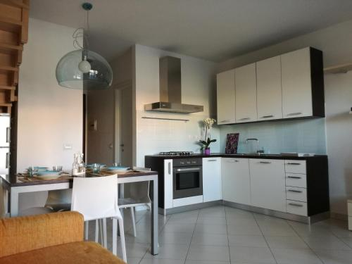 A kitchen or kitchenette at Casa Letizia