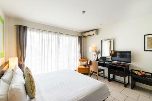 Telewizja i/lub zestaw kina domowego w obiekcie Hotel De Bangkok