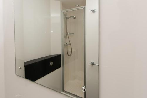 A bathroom at Destiny Student – Murano (Campus Accommodation)