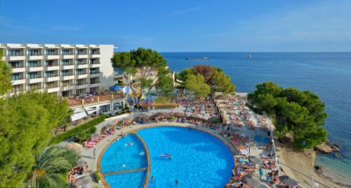 A view of the pool at Alua Hotel Miami Ibiza or nearby