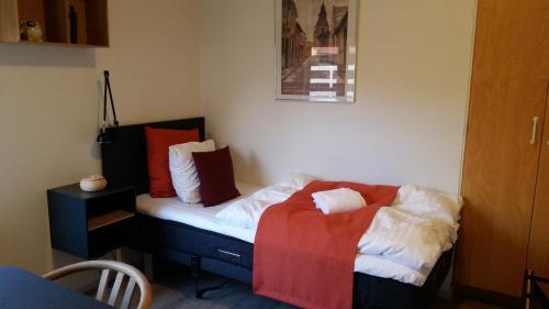 En eller flere senge i et værelse på Hotel Færgegaarden Faaborg
