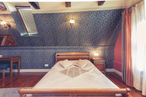 A bed or beds in a room at Heban Hotel