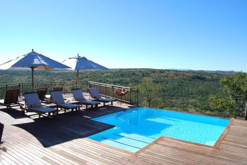 The swimming pool at or close to Umzolozolo Private Safari Lodge & Spa