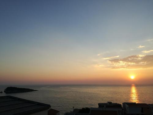 Wschód lub zachód słońca widziany z tego apartamentu
