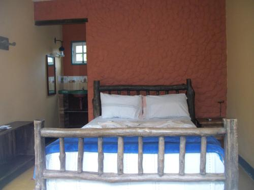 A bed or beds in a room at Pousada Beija-Flor