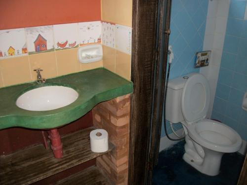 A bathroom at Pousada Beija-Flor