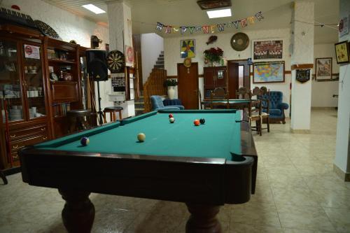 A pool table at Casa Estrela de Alva