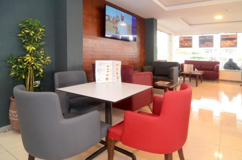 The lounge or bar area at Safar Budget