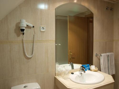 A bathroom at Hotel Don Luis
