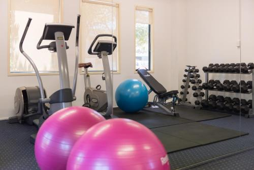 The fitness center and/or fitness facilities at Heartland Hotel Auckland Airport
