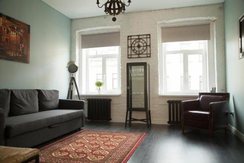 Гостиная зона в Griboedova channel apartment