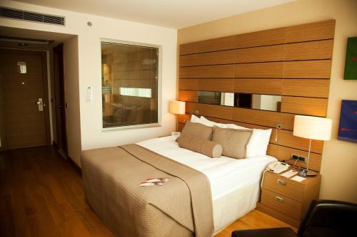 Ein Bett oder Betten in einem Zimmer der Unterkunft CPAnkara Hotel