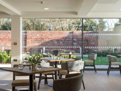 A restaurant or other place to eat at DoubleTree by Hilton Chester