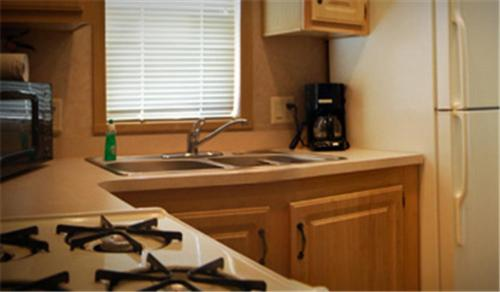 A kitchen or kitchenette at Red Shoes RV Park and Chalets