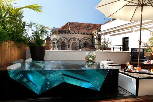 المسبح في فايف سيز هوتل أو بالجوار