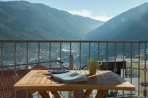Uma vista geral da montanha ou uma vista da montanha a partir do bed and breakfast