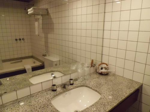 A bathroom at Sol Victoria Marina