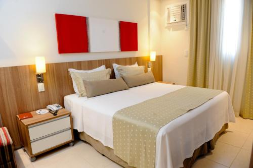 A bed or beds in a room at Faria Lima Flat Service