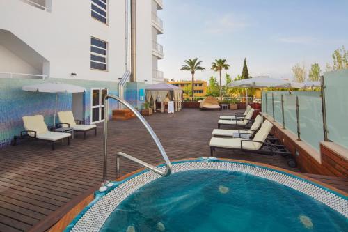 Het zwembad bij of vlak bij JS Sol de Alcudia