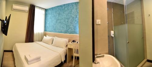 A bathroom at Pantai Inn Kota Kinabalu