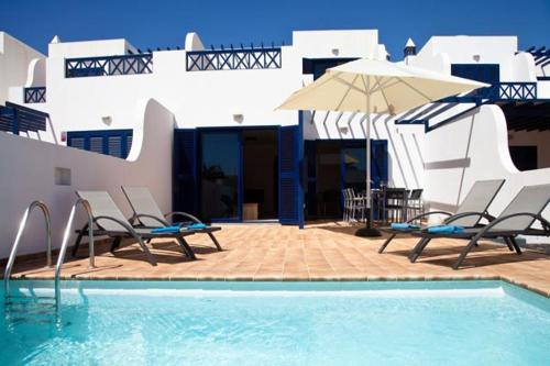 The swimming pool at or near Villas Coloradas