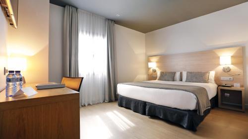A bed or beds in a room at Arc La Rambla