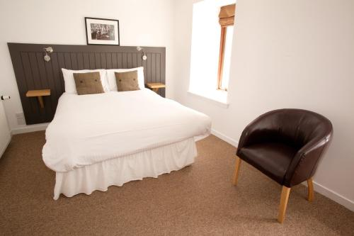 A bed or beds in a room at The Arch Inn