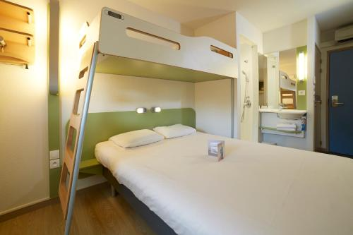 A bunk bed or bunk beds in a room at Ibis Budget Chalon Sur Saone Nord
