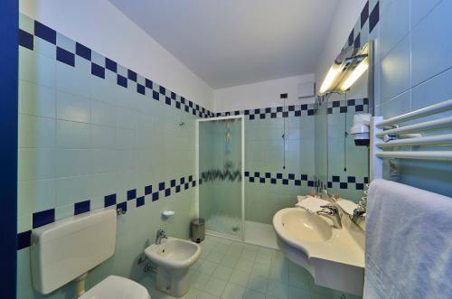 A bathroom at Hotel Alberi