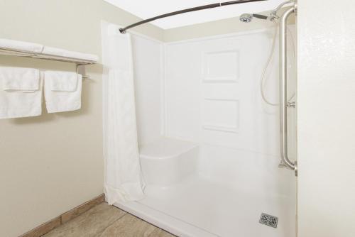 A bathroom at Super 8 by Wyndham Moberly MO