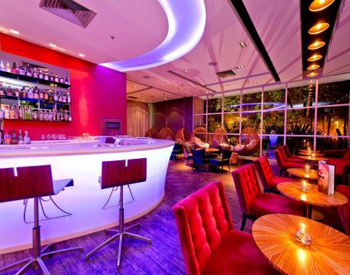 O lounge ou bar de Pullman Rio de Janeiro Sao Conrado
