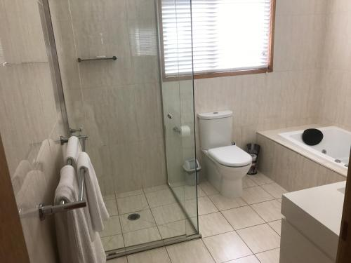 A bathroom at Lakeside Chalet & Studio