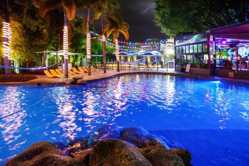 The swimming pool at or near Gilligan's Backpacker Hotel & Resort Cairns