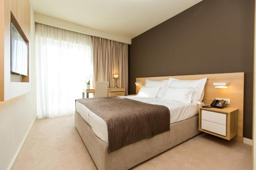 A bed or beds in a room at Hotel Crikvenica