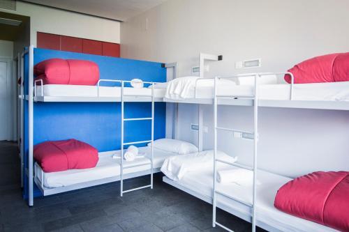 Een stapelbed of stapelbedden in een kamer bij Centre Esplai Albergue