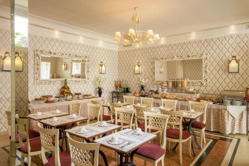 A restaurant or other place to eat at Hotel Villa Glori