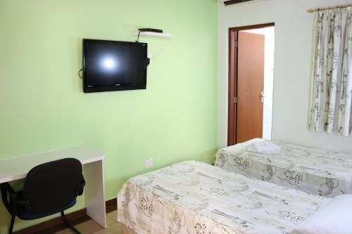 Телевизор и/или развлекательный центр в Hotel Oly Plaza