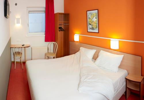 A bed or beds in a room at Premiere Classe Hotel Breda