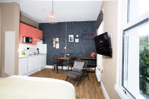 A seating area at room2 Hammersmith Hometel