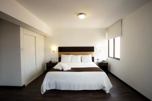 A bed or beds in a room at Costa del Sol Wyndham Chiclayo