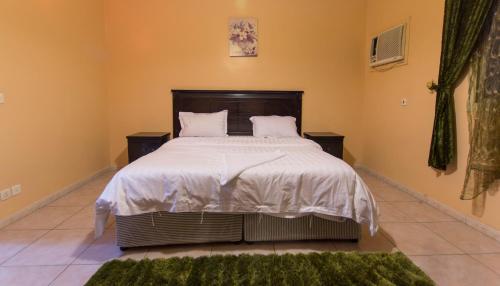 Cama ou camas em um quarto em سرب النورس للوحدات السكنية