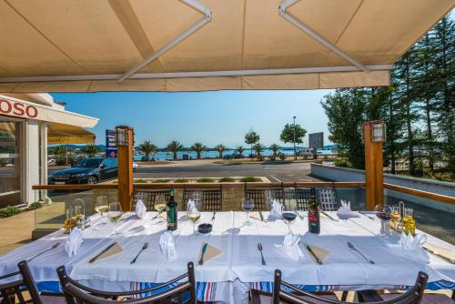 A restaurant or other place to eat at Hotel Joso