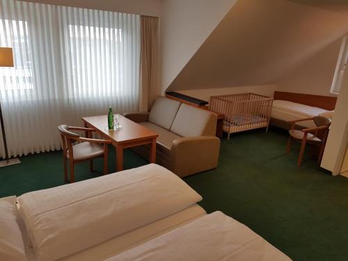 Ein Sitzbereich in der Unterkunft Hotel Zur Mühle